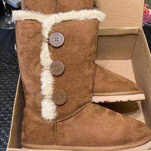 Brown Ugg Boots not sure authentic. New in box.